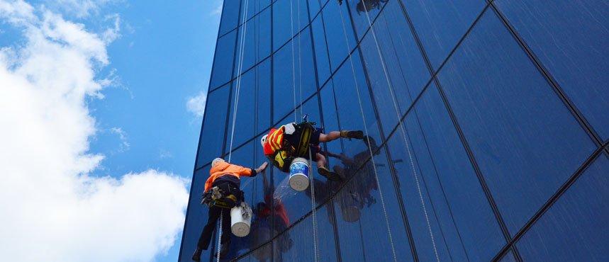 Limpeza Técnica de Vidros e Fachadas